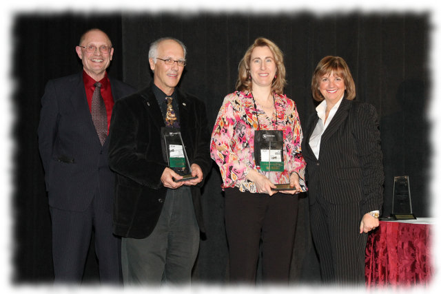 Kelly Galloway, P.Eng. and Ben Smith, Chair, Village of Victoria, receive their awards at the 2011 FCM Sustainable Communities Awards in Victoria, British Columbia.